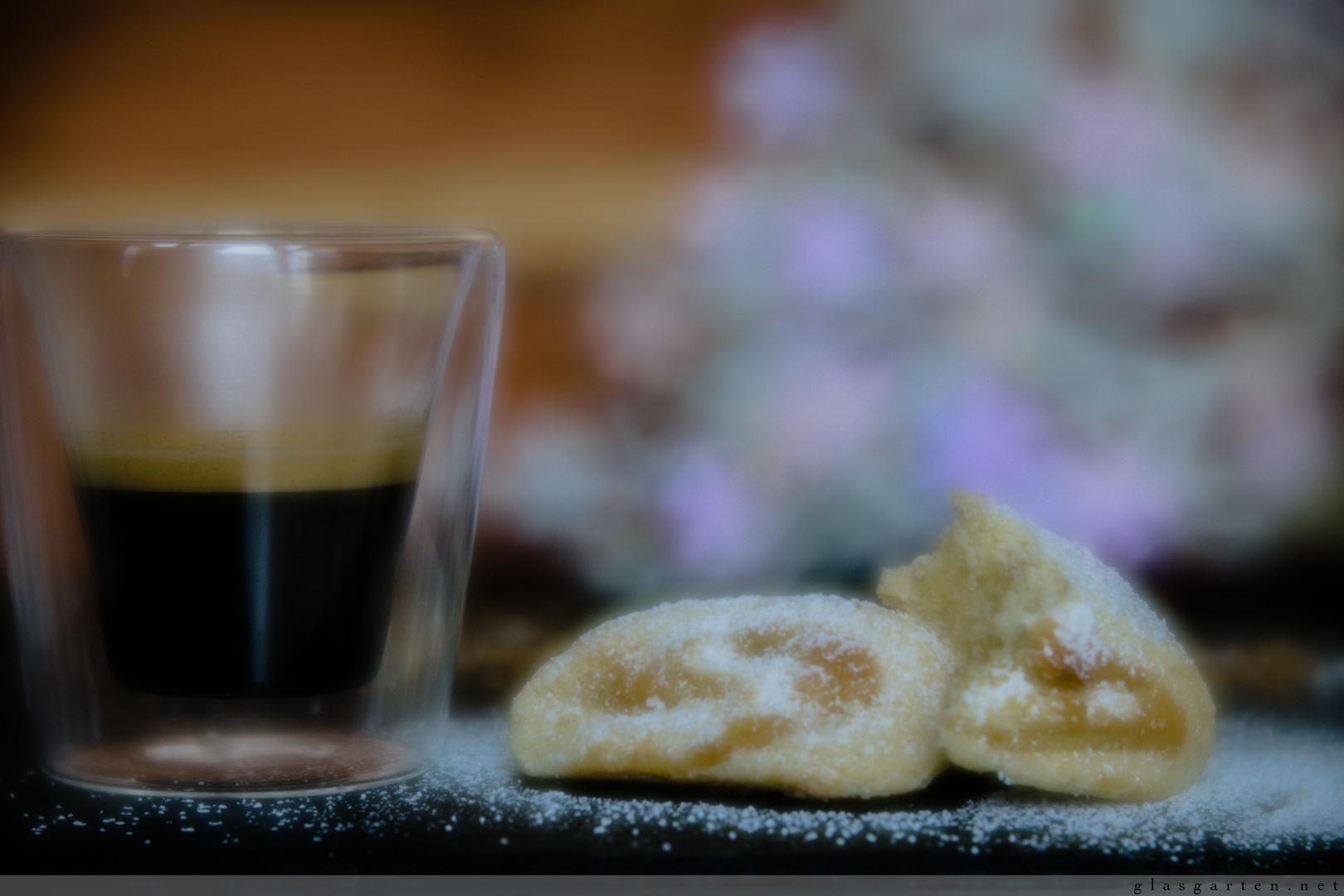 Weihnachtsbäckerei: Marzipanwölkchen ~ ein luftiges Traumstück