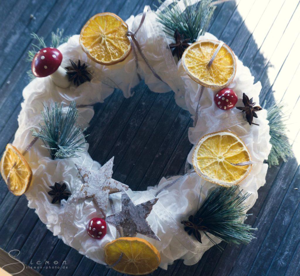 Wattepadkranz, Wattepad-Kranz, Kranz, Wattepad, Deko, DIY, Trend, basteln, Winter, Weihnachten