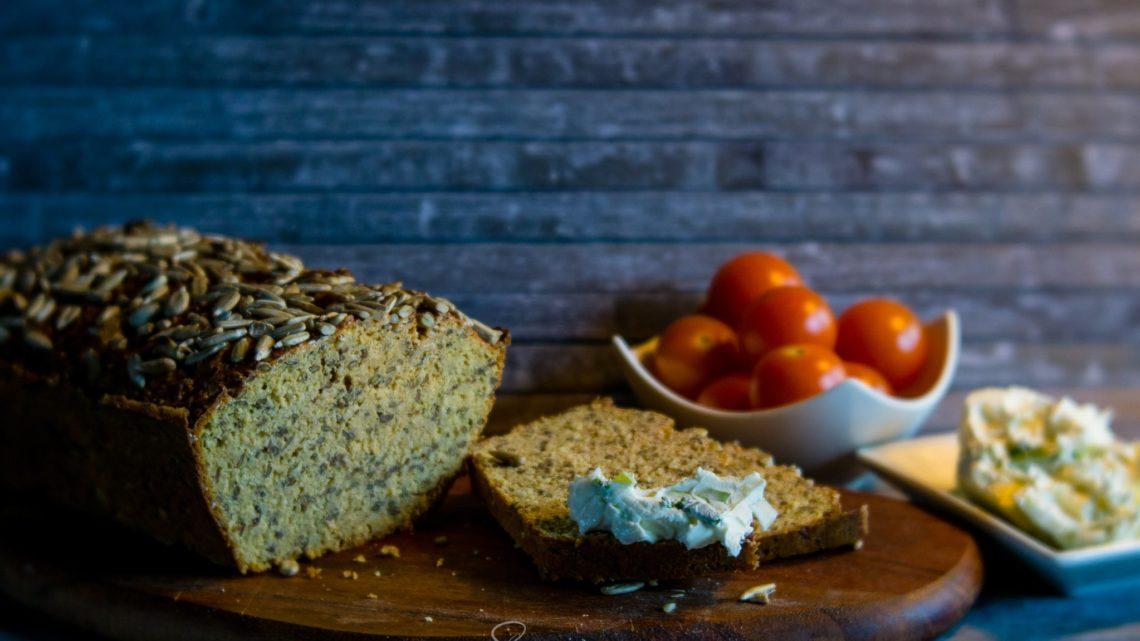 Rezept: Lowcarb-Brot mit Linsenmehl und Leinsamen